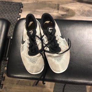 Nike's Boys 6.5 tennis shoes